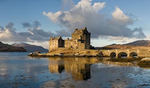 800px-Eilean_Donan_Castle,_Scotland_-_Jan_2011